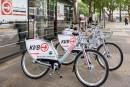 1200px-KVB-Rad_-_Mietfahrräder_von_nextbike_am_Neumarkt_Köln-8826