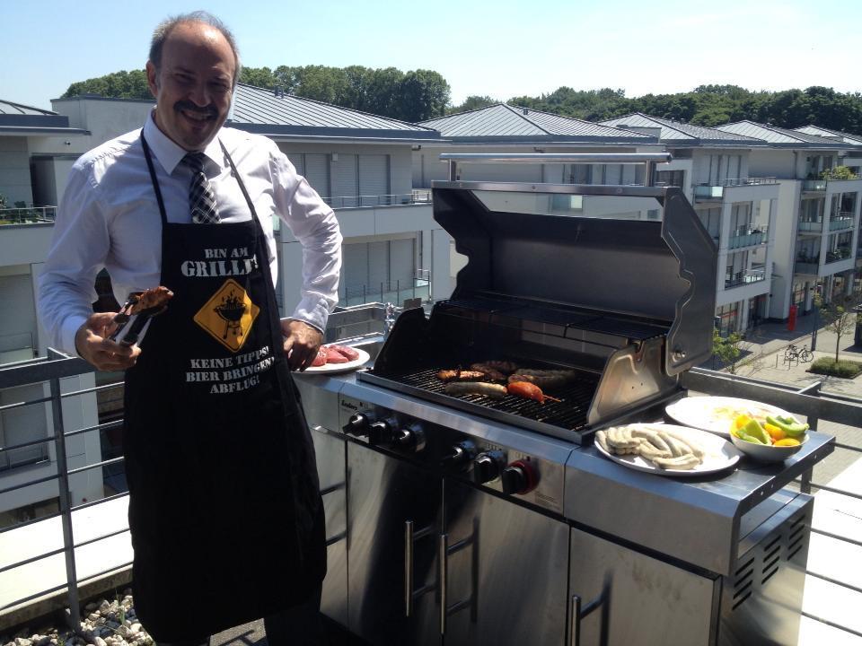 Das perfekte Grillen :: Tipps und Urteile zum Grillen auf Balkon und Terasse