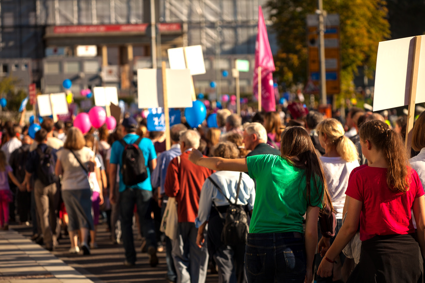 Felser Rechtsanwälte vertreten Veranstalter einer Versammlung mit 40.000 Teilnehmern